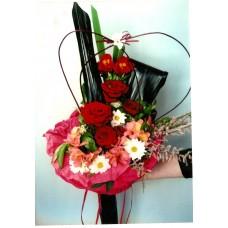 Букет от свежи астромерии и рози