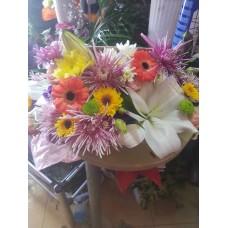 Кутия с цветя с лилиуми
